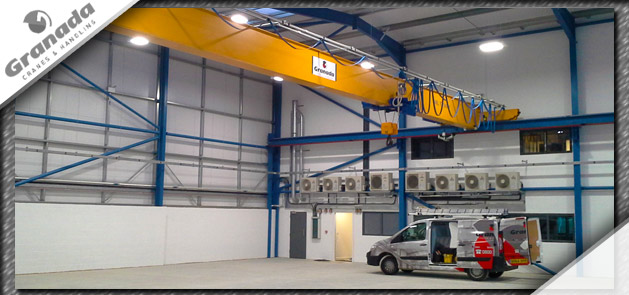 Single Girder crane with engineers van