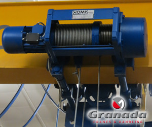 single girder crane with an electric wire rope hoist manufactured by Omis and supplied and maintained by granada cranes and handling