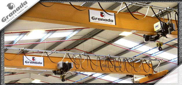 Overhead cranes for lifting rolls of paper